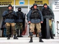 Ош, милицейское оцепление перед мэрией 15 января 2014 года. Фото из Fergananews.com
