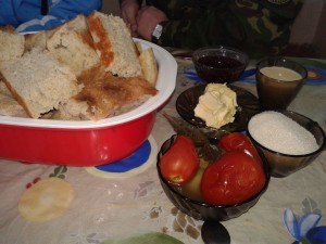 На солдатской кухне готовятся блюда только из натуральных продуктов питания.
