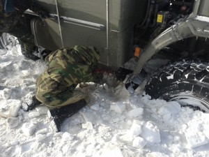 Вообще зимой застрять в здешних местах - обычное дело. Бывало, что попавшие в снежный плен путники ждали помощи и по три дня.