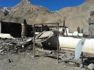 """Из всего комплекса зданий заставы """"Пикертык"""" нарушителями были подожжены три казармы."""