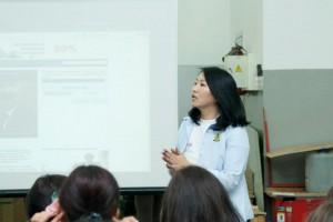 """Период работы в """"Kloop.kg"""" - выступление перед участниками проекта Media Literacy. Фото Центра поддержки СМИ."""