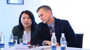 Рабочий момент:  Крегг Халстед - руководитель программы USAID по содействию Жогорку Кенешу. Фото пресс-службы ЖК КР.
